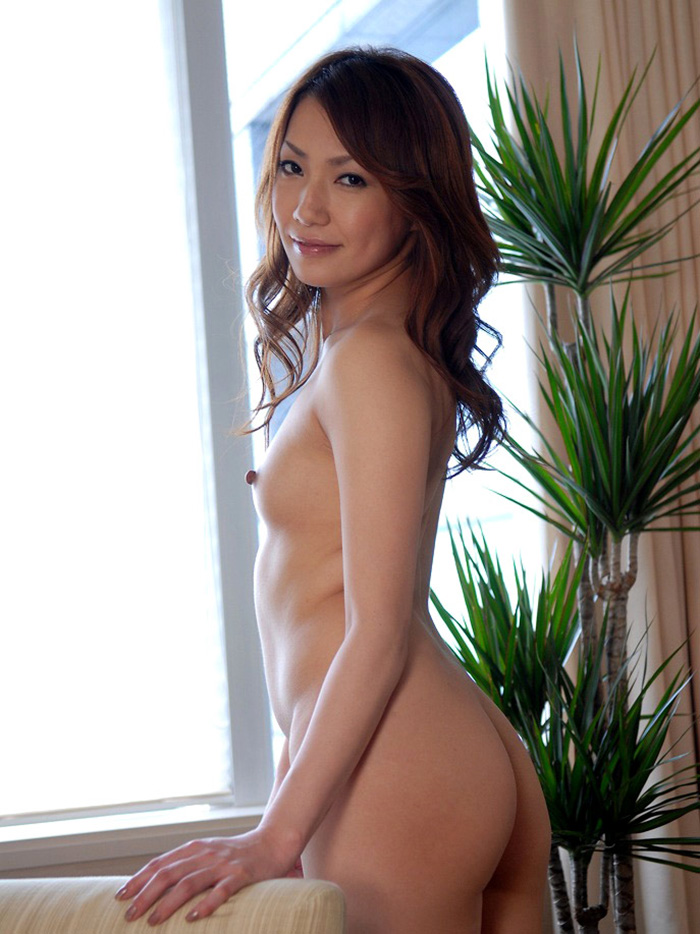 【貧乳エロ画像】ちっぱい好き集まれ!貧乳美乳の美人なお姉さんのスケベなヌード画像中心に集めてみました! 32