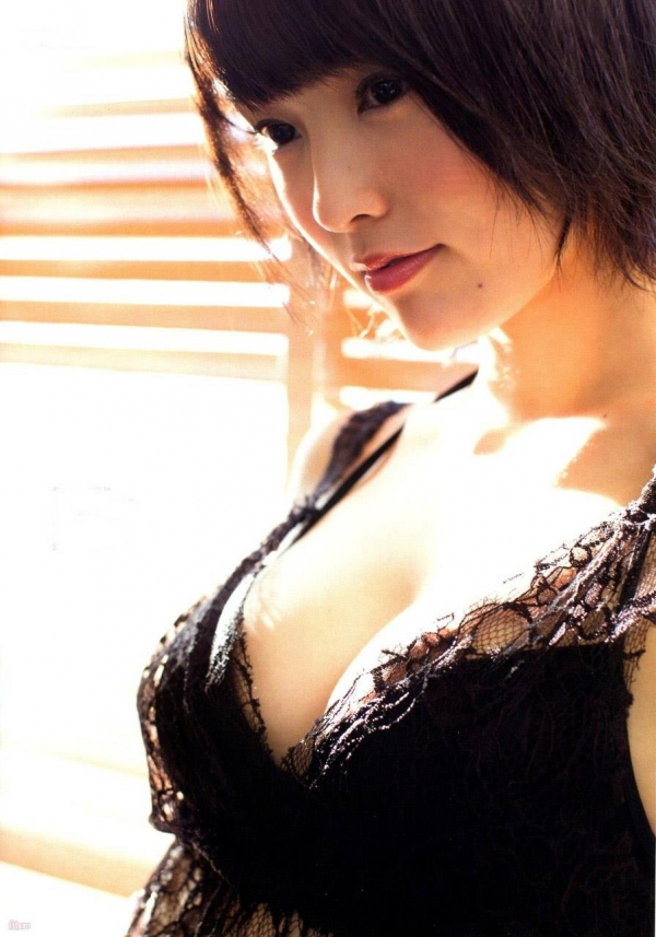 【グラビアエロ画像】NMB48のセクシー担当の山本彩のエログラビア!スケベな水着画像が多めです。 13