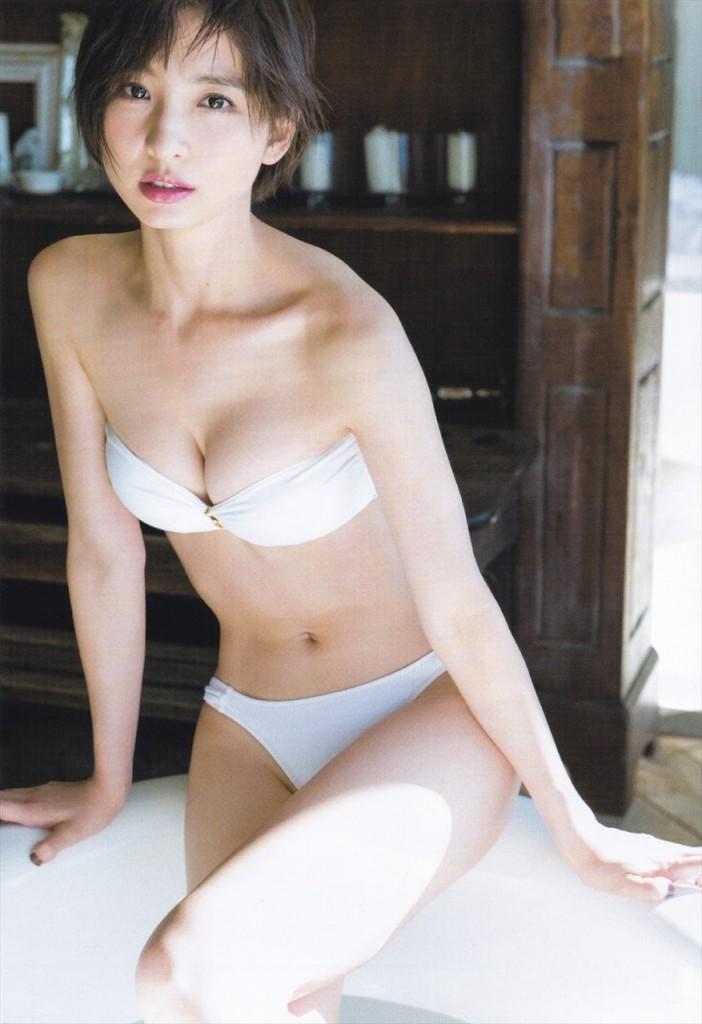 【グラビアエロ画像】篠田麻里子のセクシーグラビア!スレンダーなボディラインにムラムラw 06