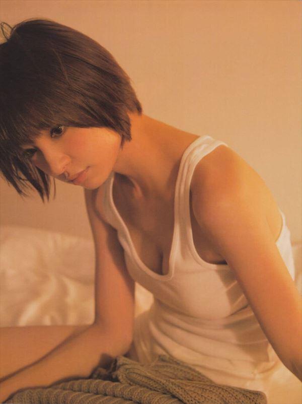 【グラビアエロ画像】篠田麻里子のセクシーグラビア!スレンダーなボディラインにムラムラw 19