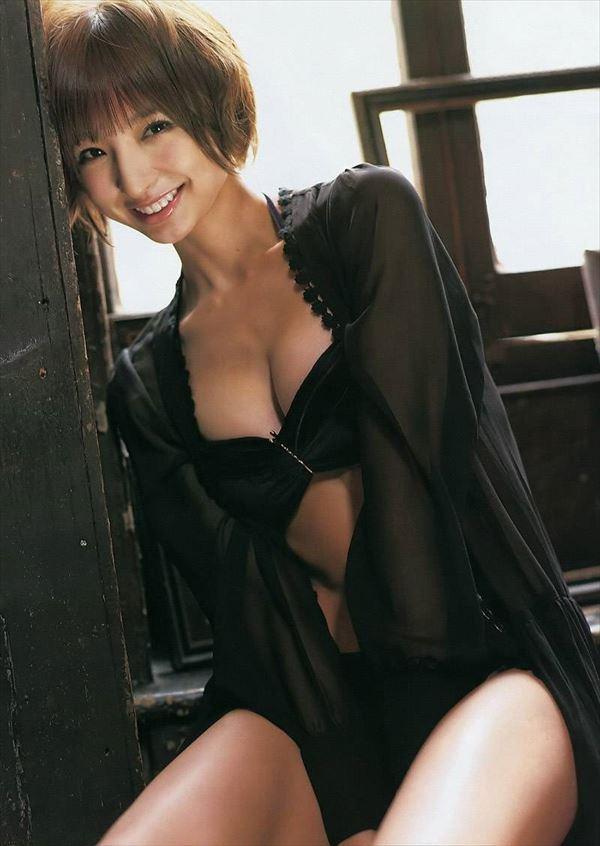 【グラビアエロ画像】篠田麻里子のセクシーグラビア!スレンダーなボディラインにムラムラw 27