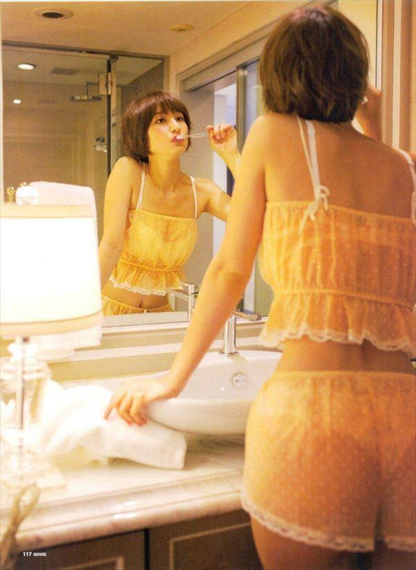 【グラビアエロ画像】篠田麻里子のセクシーグラビア!スレンダーなボディラインにムラムラw 46