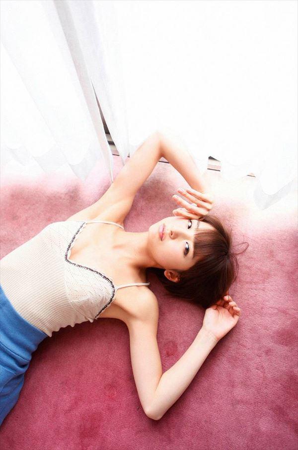 【グラビアエロ画像】篠田麻里子のセクシーグラビア!スレンダーなボディラインにムラムラw 49