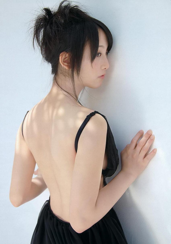 【グラビアエロ画像】SKEの松井玲奈ちゃんの清楚すぎるグラビア!水着や下着など色々あります 06