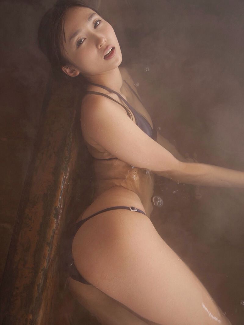 【グラビアエロ画像】吉木りさのエッチなグラビア!ジューシーなお尻に注目した画像が多めです! 14