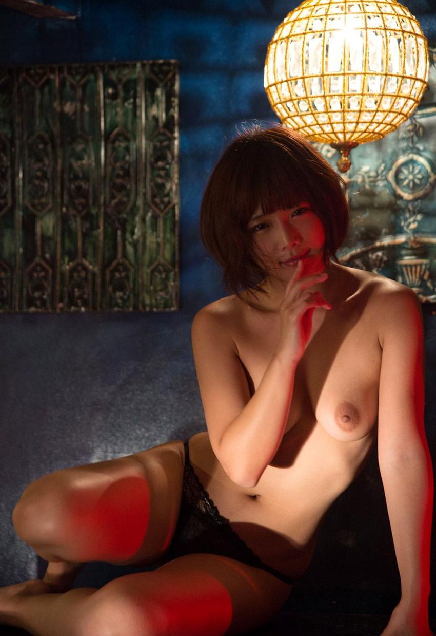 【ヌードエロ画像】紗倉まなの綺麗なおっぱいヌード!男がそそる理想的なスケベな体型・・・ 22