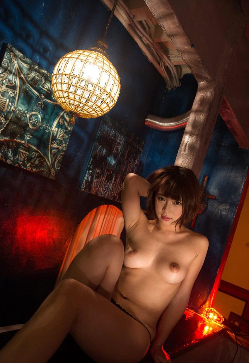 【ヌードエロ画像】紗倉まなの綺麗なおっぱいヌード!男がそそる理想的なスケベな体型・・・ 23