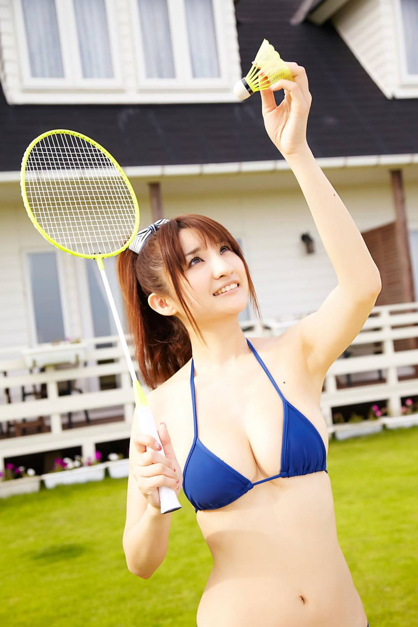 【グラビアエロ画像】人妻グラドル尾崎ナナ!Gカップの爆乳スケベグラビアをご覧ください! 17