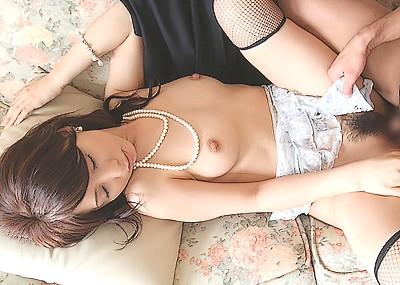 【正常位エロ画像】セックスの王道は正常位!美人がM字開脚して喘ぐ姿をご覧ください!