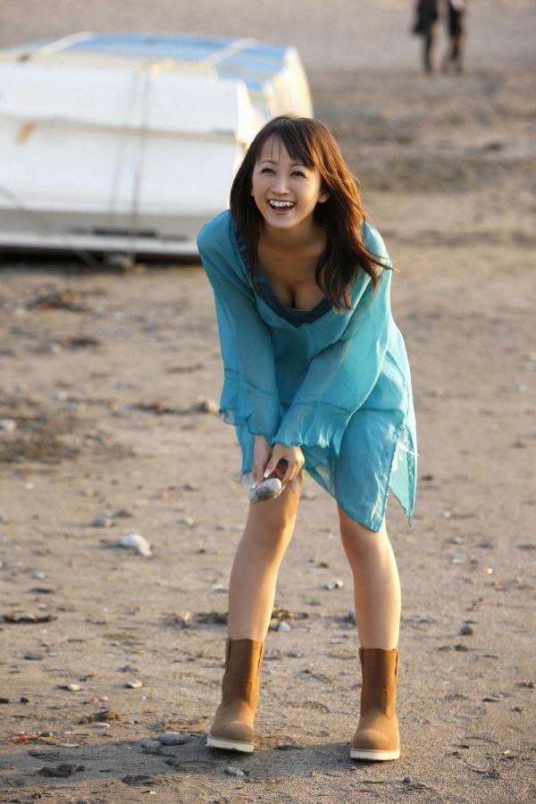 【グラビアエロ画像】岩手の色白美人、小松彩夏のDカップ過激グラビア! 05