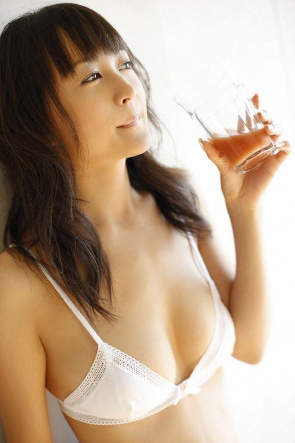 【グラビアエロ画像】岩手の色白美人、小松彩夏のDカップ過激グラビア! 10