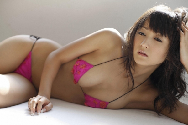 【グラビアエロ画像】岩手の色白美人、小松彩夏のDカップ過激グラビア! 13