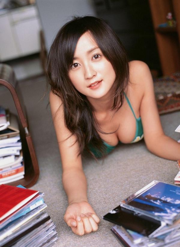 【グラビアエロ画像】岩手の色白美人、小松彩夏のDカップ過激グラビア! 28