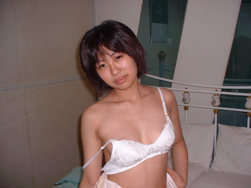 【下着姿エロ画像】素人女性の生々しい下着姿!生活感が出ている下着中心に集めてみました! 13