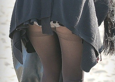 【黒タイツエロ画像】素人女性の黒タイツ姿がめちゃシコれるw街中や電車でこっそり盗撮しちゃいましたw