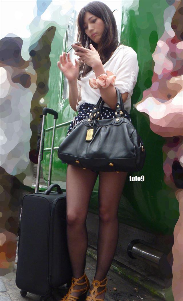 【黒タイツエロ画像】素人女性の黒タイツ姿がめちゃシコれるw街中や電車でこっそり盗撮しちゃいましたw 21