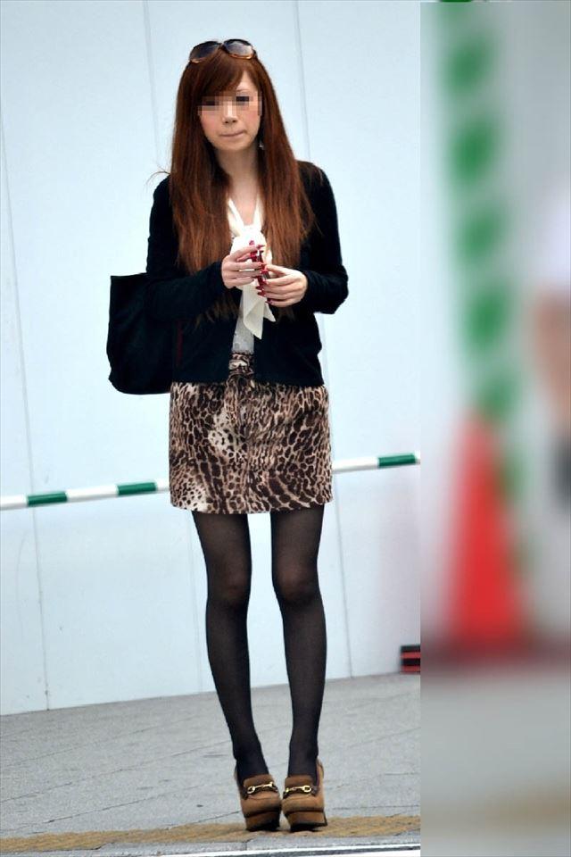 【黒タイツエロ画像】素人女性の黒タイツ姿がめちゃシコれるw街中や電車でこっそり盗撮しちゃいましたw 23