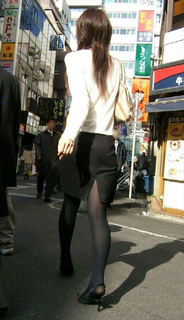 【黒タイツエロ画像】素人女性の黒タイツ姿がめちゃシコれるw街中や電車でこっそり盗撮しちゃいましたw 32
