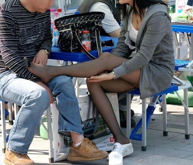 【黒タイツエロ画像】素人女性の黒タイツ姿がめちゃシコれるw街中や電車でこっそり盗撮しちゃいましたw 33