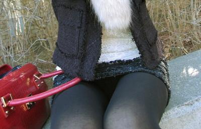 【黒タイツエロ画像】素人女性の黒タイツ姿がめちゃシコれるw街中や電車でこっそり盗撮しちゃいましたw 08