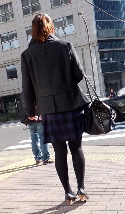 【黒タイツエロ画像】素人女性の黒タイツ姿がめちゃシコれるw街中や電車でこっそり盗撮しちゃいましたw 09