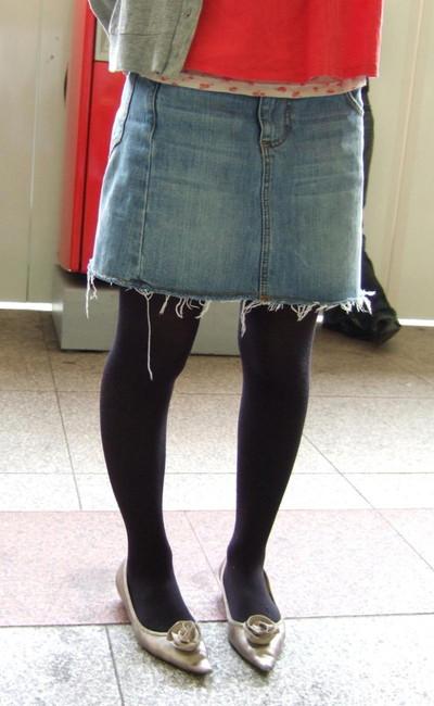 【黒タイツエロ画像】素人女性の黒タイツ姿がめちゃシコれるw街中や電車でこっそり盗撮しちゃいましたw 10