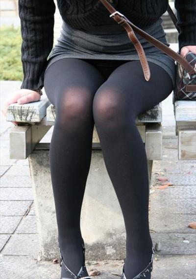 【黒タイツエロ画像】素人女性の黒タイツ姿がめちゃシコれるw街中や電車でこっそり盗撮しちゃいましたw 20