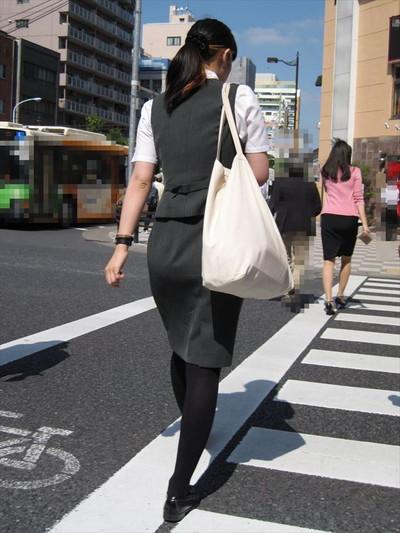 【黒タイツエロ画像】素人女性の黒タイツ姿がめちゃシコれるw街中や電車でこっそり盗撮しちゃいましたw 26