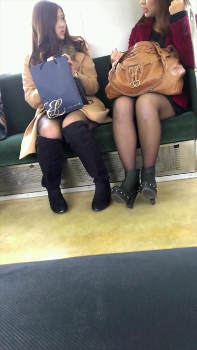 【黒タイツエロ画像】素人女性の黒タイツ姿がめちゃシコれるw街中や電車でこっそり盗撮しちゃいましたw 28