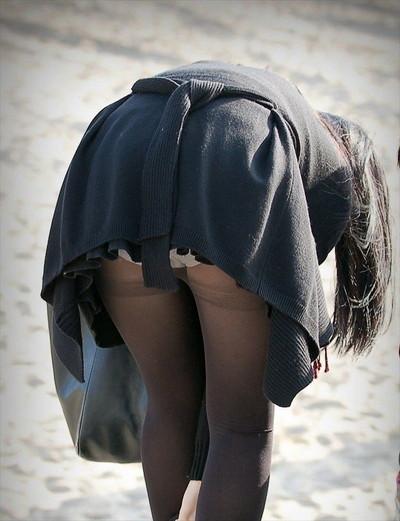 【黒タイツエロ画像】素人女性の黒タイツ姿がめちゃシコれるw街中や電車でこっそり盗撮しちゃいましたw 40