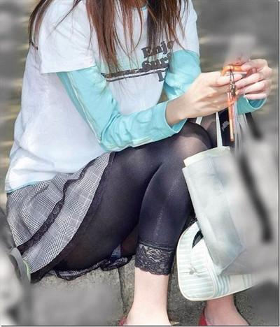 【黒タイツエロ画像】素人女性の黒タイツ姿がめちゃシコれるw街中や電車でこっそり盗撮しちゃいましたw 49