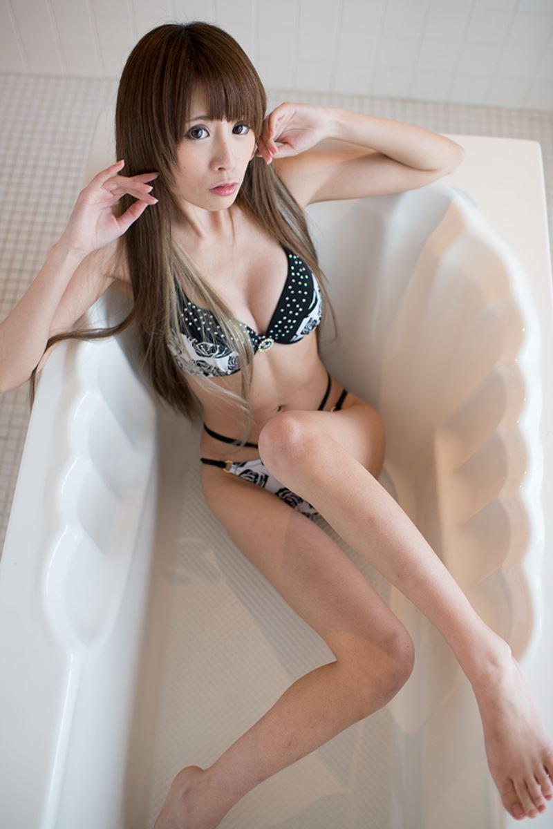 【グラビアエロ画像】キャンギャルの天使梨桜ちゃんのスレンダーグラビアがめちゃシコwコスプレ画像もあります! 32
