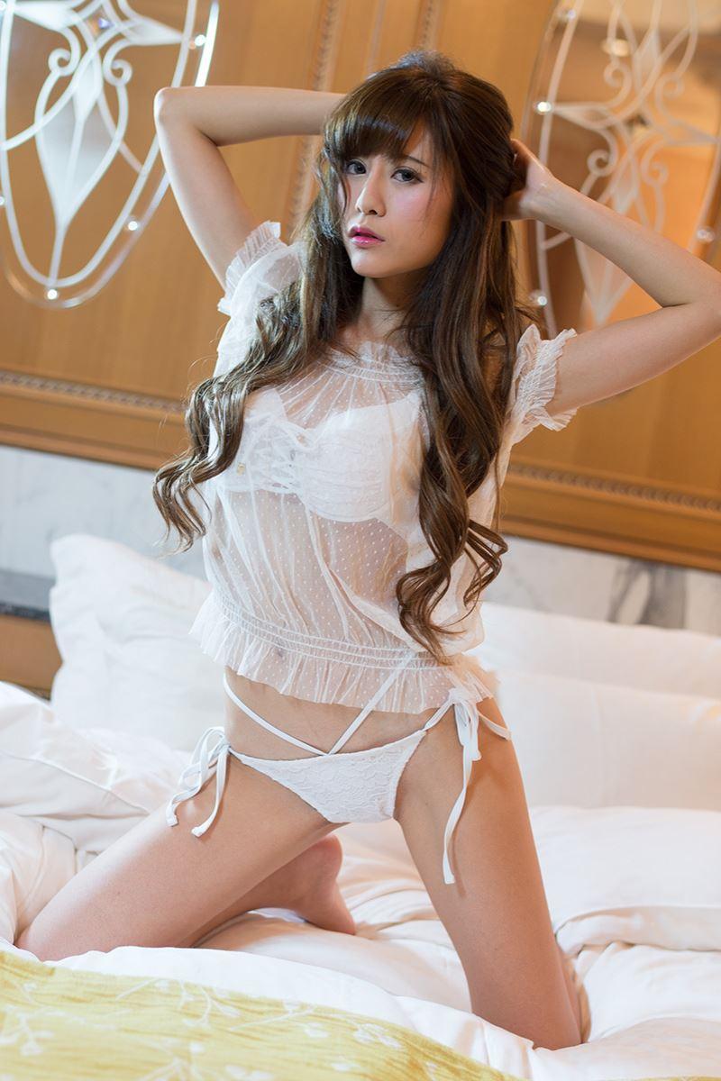 【グラビアエロ画像】キャンギャルの天使梨桜ちゃんのスレンダーグラビアがめちゃシコwコスプレ画像もあります! 50