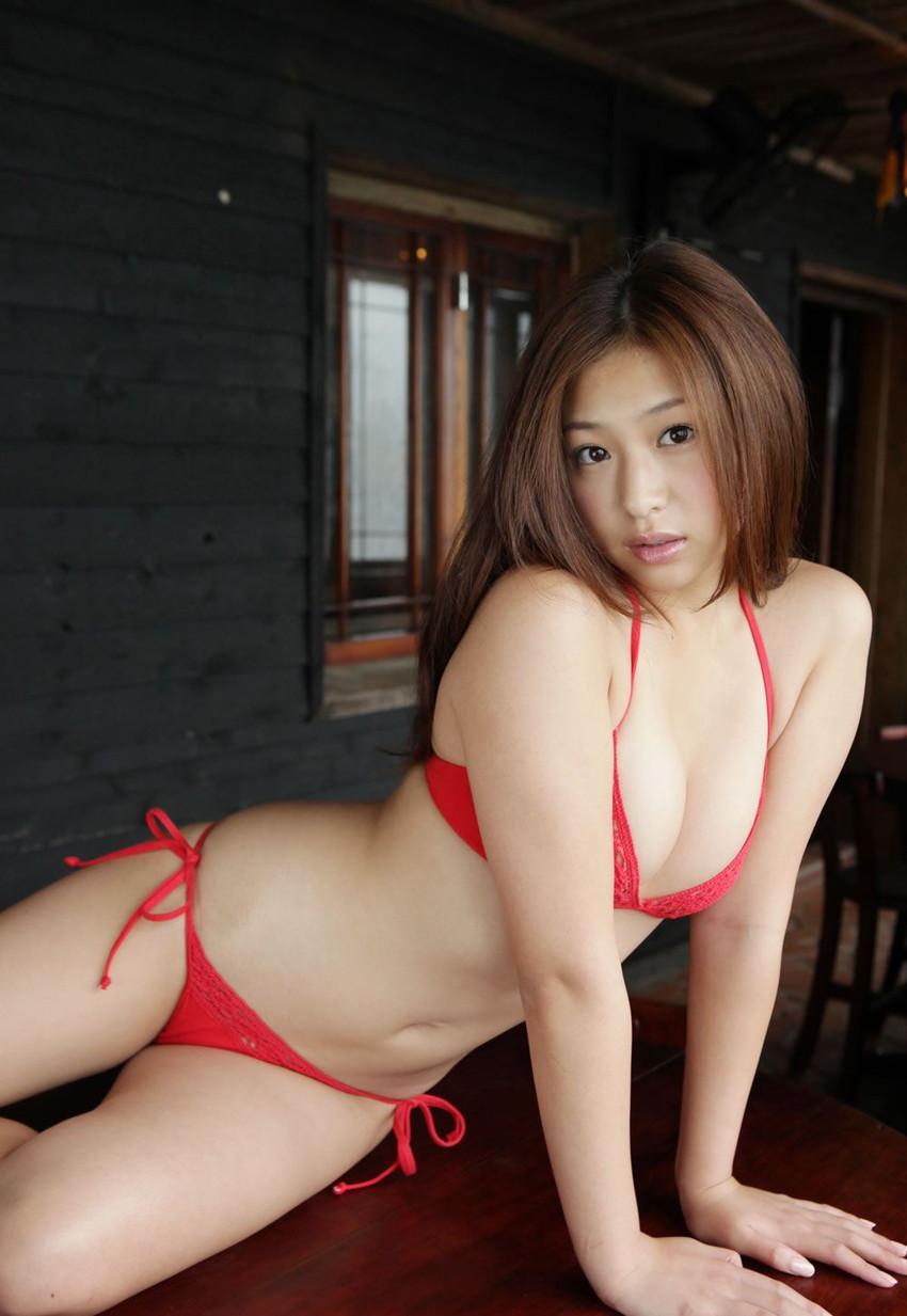 【グラビアエロ画像】ドロリッチガール佐山彩香のFカップ軟乳が最高すぎるw 30