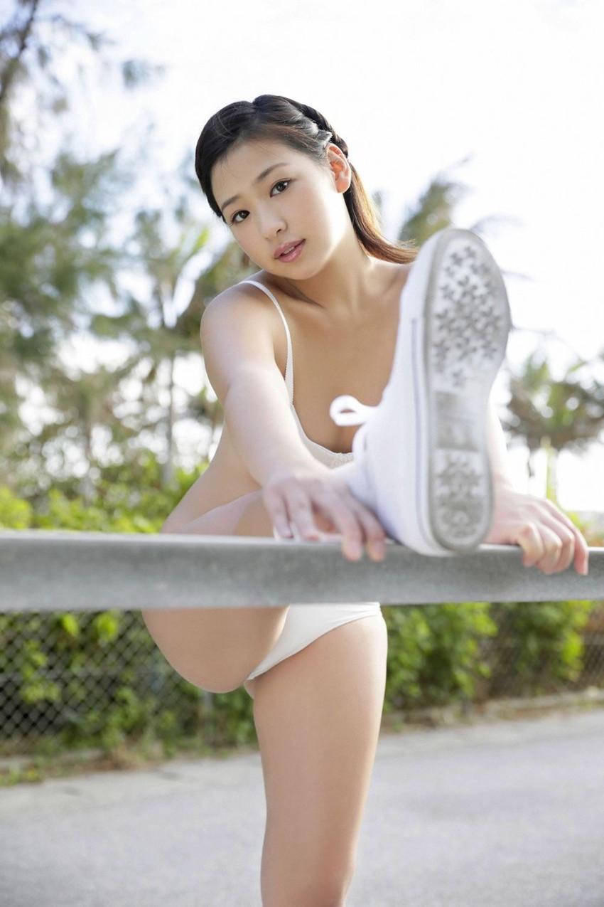 【グラビアエロ画像】ドロリッチガール佐山彩香のFカップ軟乳が最高すぎるw 38