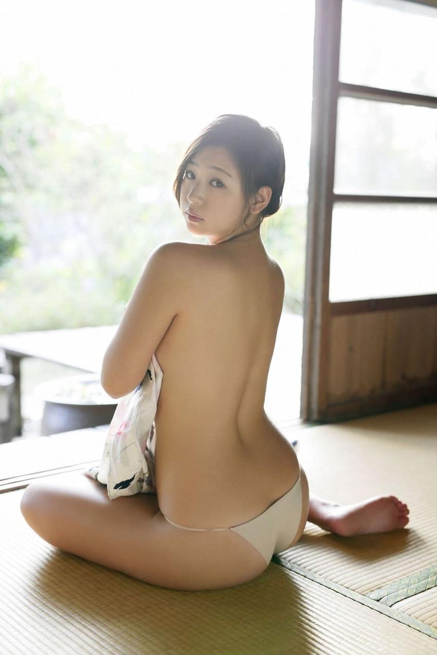 【グラビアエロ画像】ドロリッチガール佐山彩香のFカップ軟乳が最高すぎるw 48