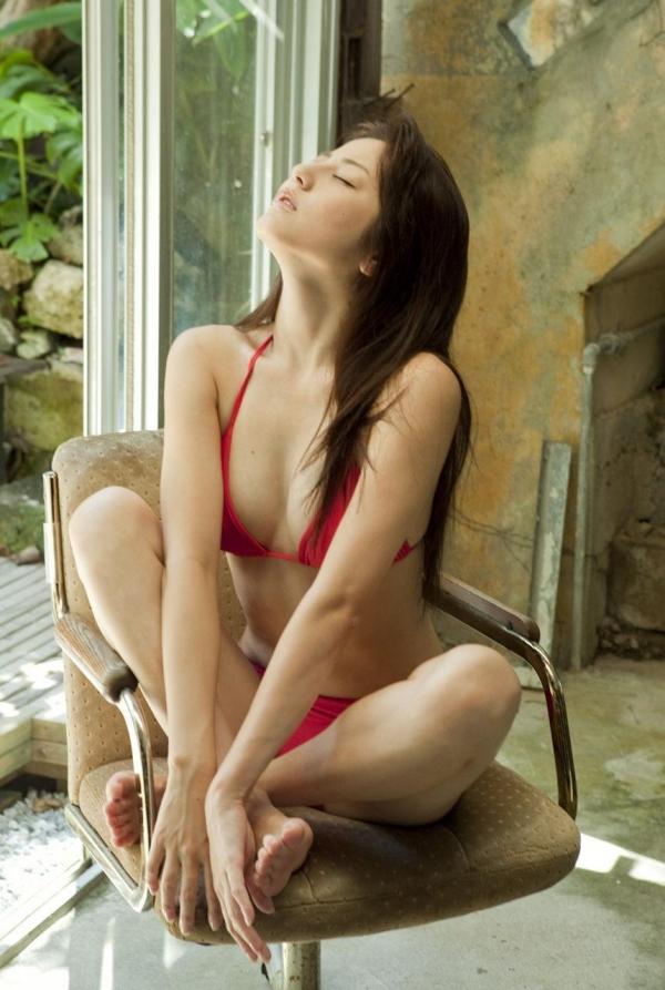 【グラビアエロ画像】杉本有美の清楚な雰囲気と成熟した身体が最高にエロくてシコれるwww 02