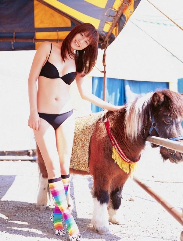 【グラビアエロ画像】杉本有美の清楚な雰囲気と成熟した身体が最高にエロくてシコれるwww 29