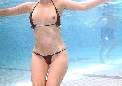 【水着ハプニングエロ画像】素人女性のおっぱいがポロリ,マン毛はみ出し、水着スケスケ盗撮画像www