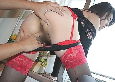 【手マンエロ画像】穴にズボ!美女のマンコに手マンしている画像がヌケるwww