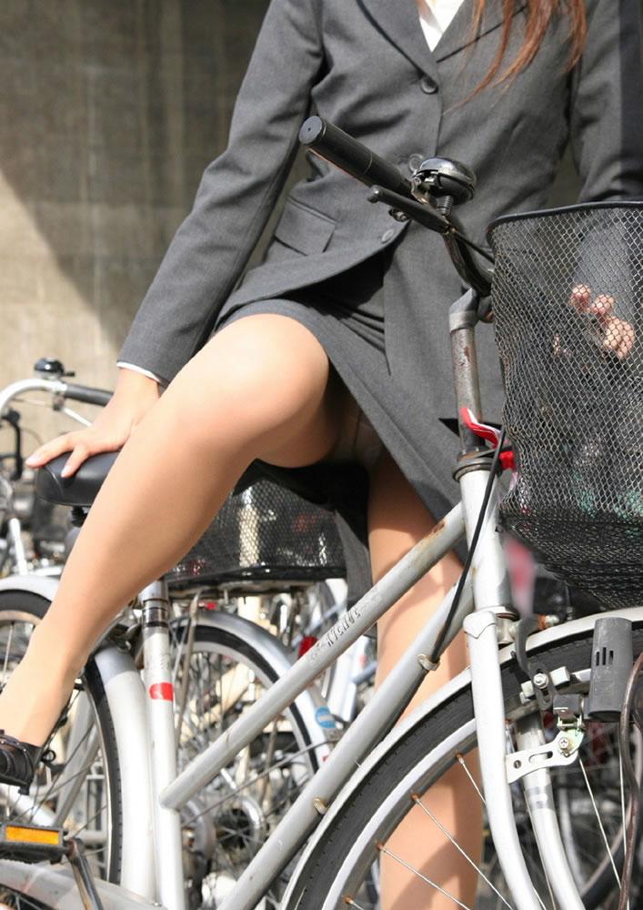 【盗撮エロ画像】働く素人女性のパンチラ画像wwwエロ過ぎて仕事に集中できね・・・。 04