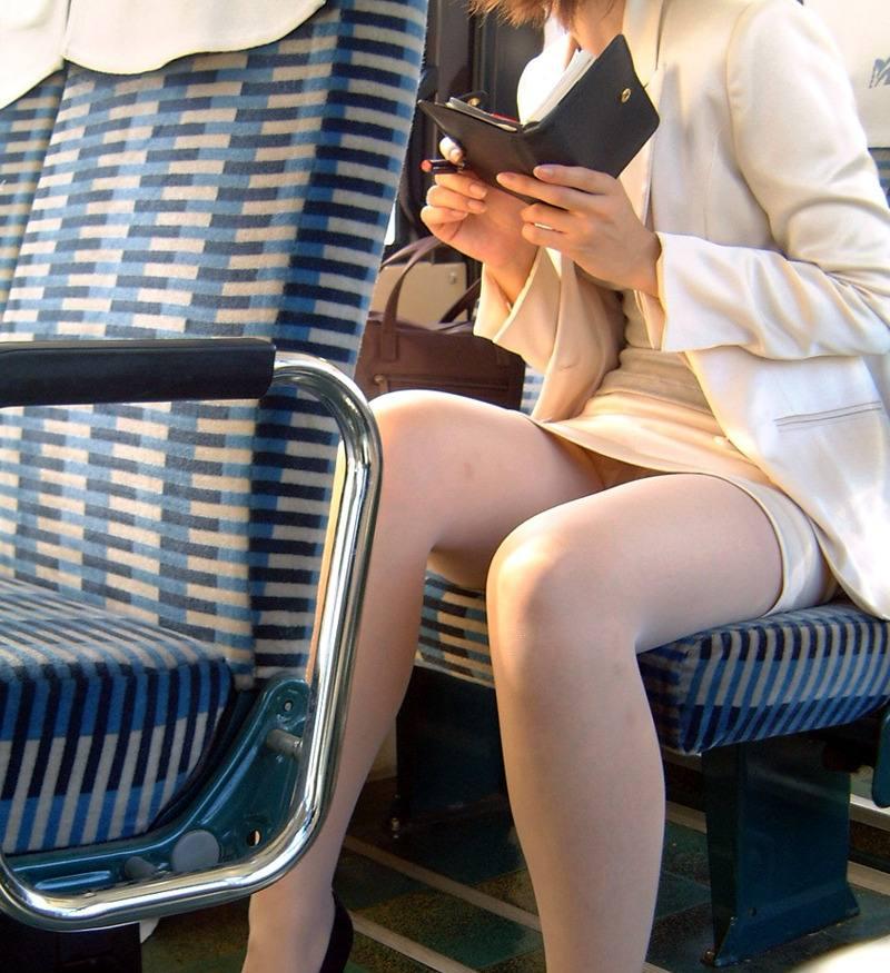 【盗撮エロ画像】働く素人女性のパンチラ画像wwwエロ過ぎて仕事に集中できね・・・。 25