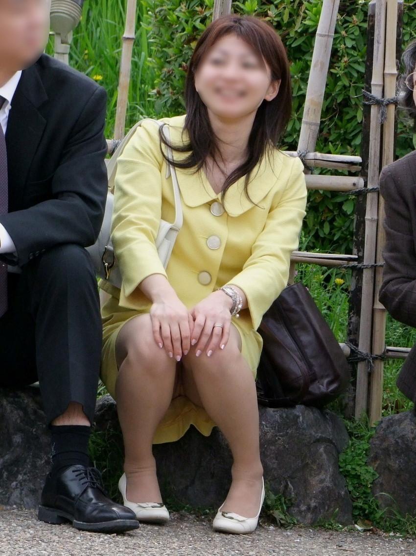 【盗撮エロ画像】働く素人女性のパンチラ画像wwwエロ過ぎて仕事に集中できね・・・。 27