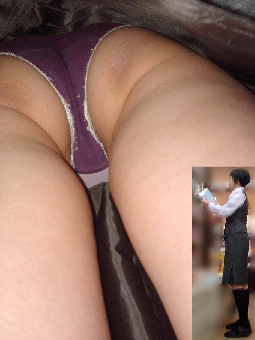 【盗撮エロ画像】働く素人女性のパンチラ画像wwwエロ過ぎて仕事に集中できね・・・。 42