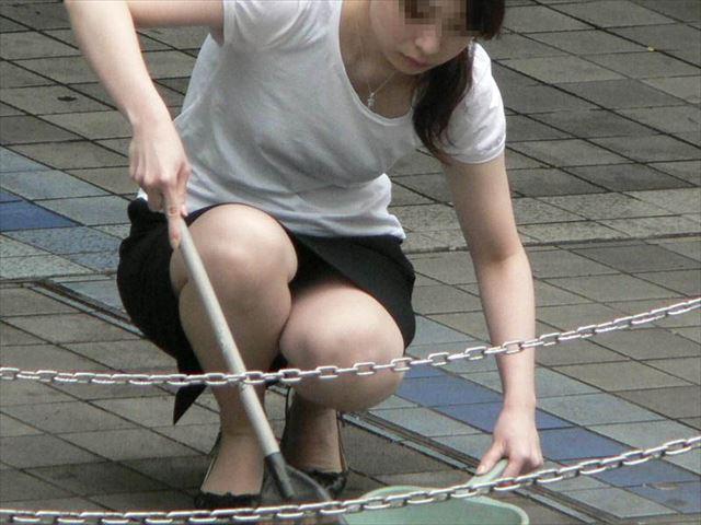 【盗撮エロ画像】働く素人女性のパンチラ画像wwwエロ過ぎて仕事に集中できね・・・。 45