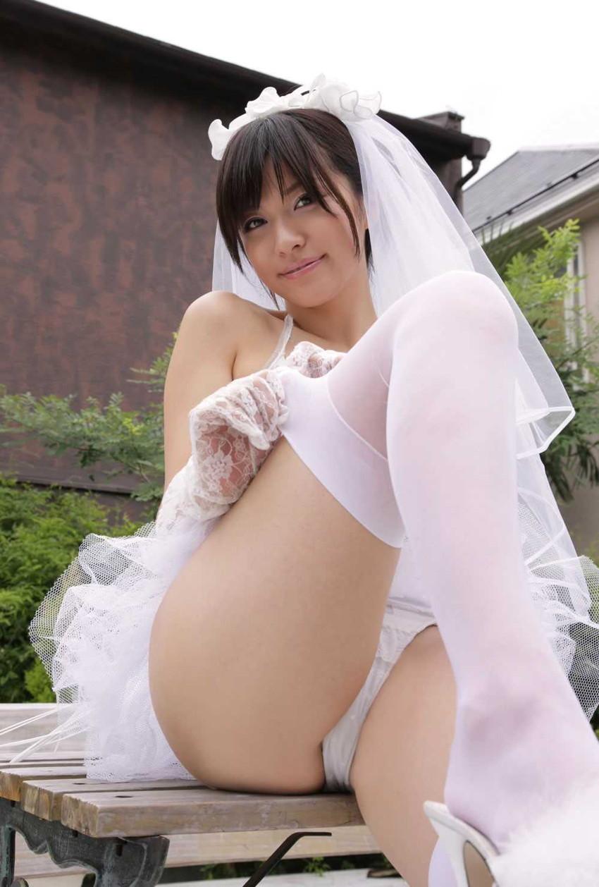【グラビアエロ画像】綺麗なお姉さんの代表、戸田れいの純白ビキニやメイド姿がスケベすぎる件wwww 13