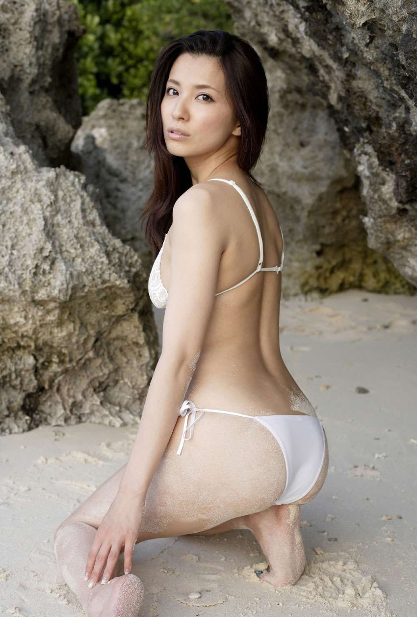 【グラビアエロ画像】綺麗なお姉さんの代表、戸田れいの純白ビキニやメイド姿がスケベすぎる件wwww 48