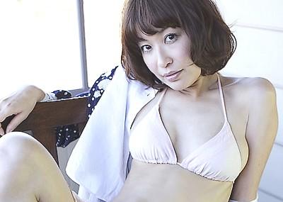 喪服姿がセクシーな小野真弓ボンテージ下着画像