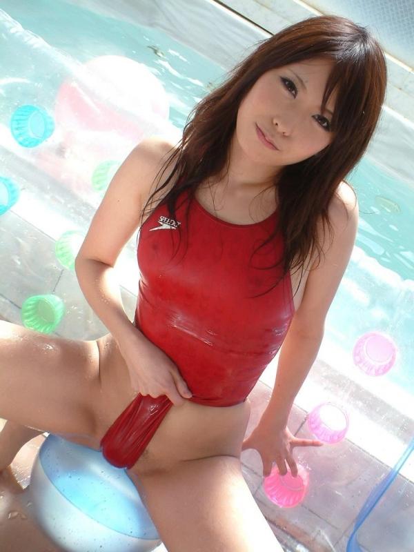 【着エロエロ画像】元AV女優の有村千佳のローションでヌルヌルになったスク水姿がシコリティ高すぎだぞwwww 42