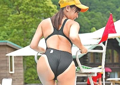 【画像】女のプール監視員で抜く奴wwwwww